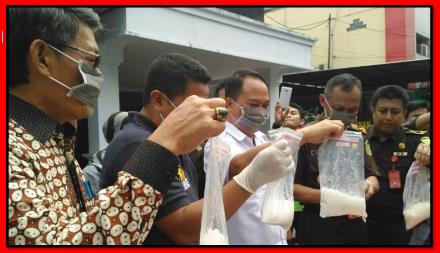Kjri Makassar Lakukan Pemusnahan BB.bmp